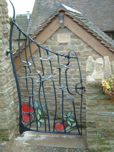 Bespoke Artist Blacksmith DESIGN AND BUILD Peter Crownshaw